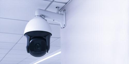 camara-seguridad-cctv-o-sistema-vigilancia-edificio-circuito-cerrado-television-moderna-camara-cctv-pared_35148-216